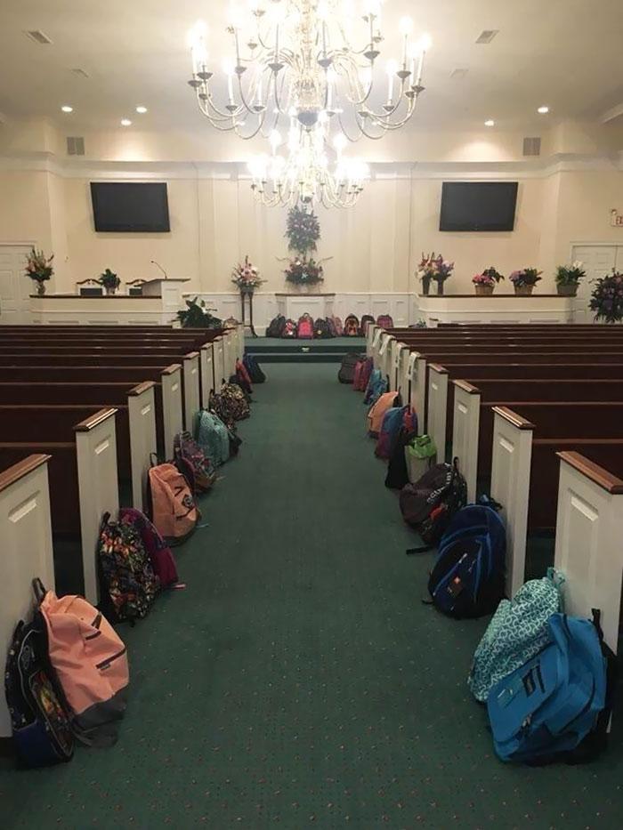 Tammy Waddell enseñó en la escuela durante 25 años. Su Obituario preguntó que en lugar de flores, los deudos deben llevar mochilas llenas de útiles escolares, para honrar su compromiso con los estudiantes necesitados
