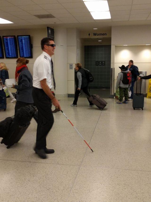 Ayer vi a este piloto en el aeropuerto