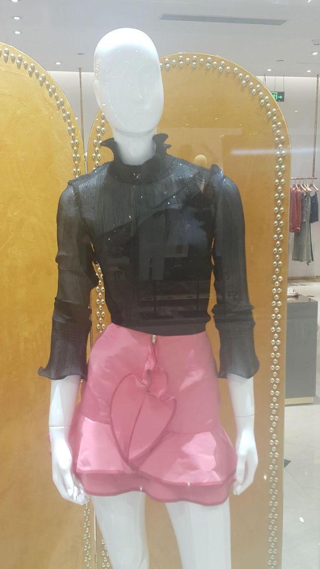 5b3c6d7b3d393_CINQPXkVWlwheaoUdduhtFlrLXLEagijzncXAmluS7E__700 20+ Epic Clothing Disasters We Can't Believe Actually Happened (New Pics) Design Random