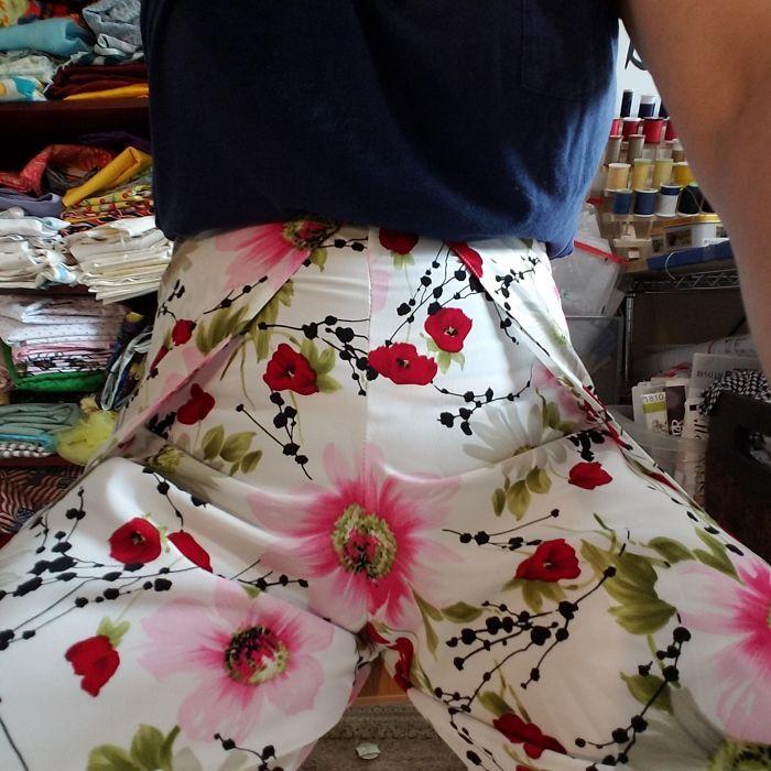 Mientras me probaba un par de pantalones ajustados que ya estaba a medio hacer, noté ... Una flor ... en mi vagina. Los patrones de ubicación de patrones son reales