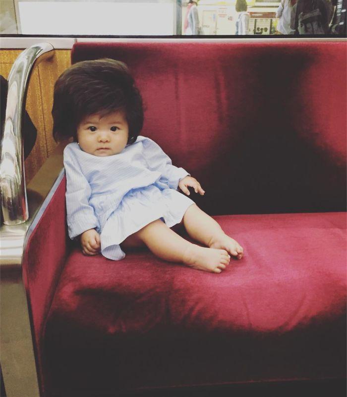 This baby hairy will be the cutest thing youll ever see today 5b502ff21e0c5  700 - Ela ficou conhecida na Internet como o bebê mais cabeludo do mundo