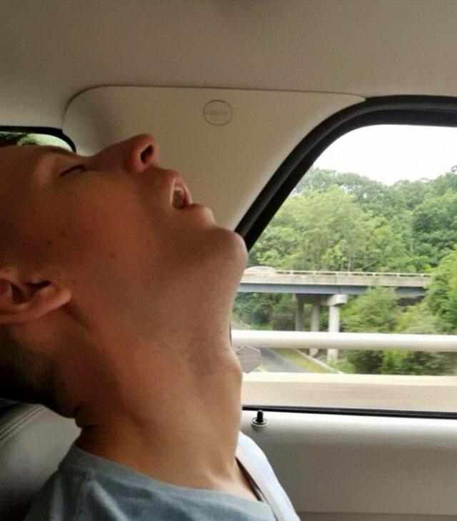 funny-sleeping-boyfriend-photoshop- pictures-eria-auguste-32