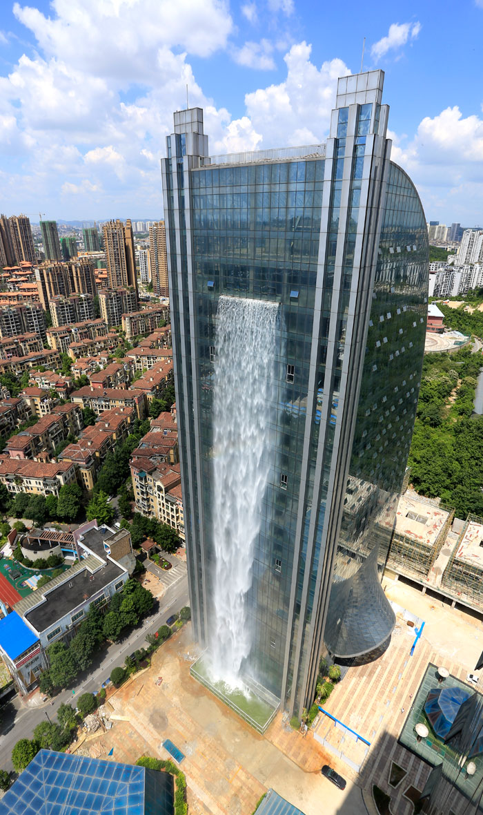 maciço-artificial-cachoeira-arranha-céu-china-guiyang-26