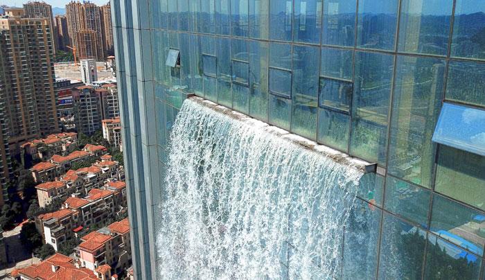 massive artificial waterfall skyscraper china guiyang 28 - Prédio com cachoeira entra em discórdia na China