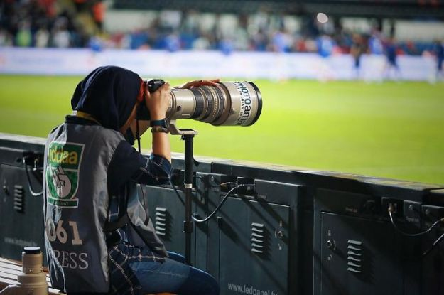 banned-from-stadium-iranian-female-photographer-shoots-football-match-roof10-5b7289c3a1a96__700 The Way This Female Journalist Bends The Rules After Getting Banned From Stadium Is Genius Design Photography Random