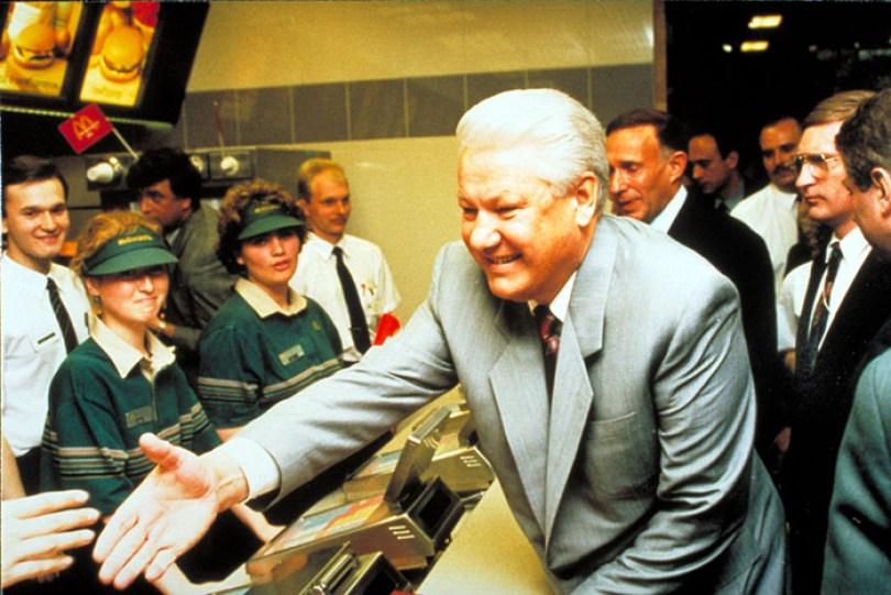 first mcdonald restaurant opens soviet union moscow russia 1900 12 5b963c696ff2e  700 - O primeiro McDonald's do Comunismo?