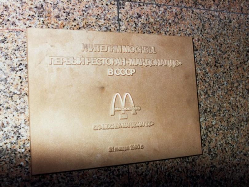 first mcdonald restaurant opens soviet union moscow russia 1900 36 5b963ca221855  700 - O primeiro McDonald's do Comunismo?