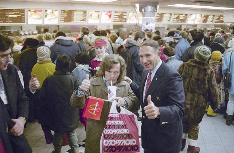 first mcdonald restaurant opens soviet union moscow russia 1900 38 5b963ca62a5eb  700 - O primeiro McDonald's do Comunismo?