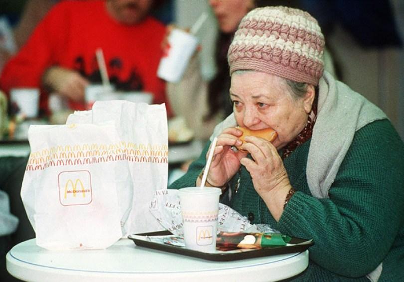 first mcdonald restaurant opens soviet union moscow russia 1900 44 5b963cb317ce2  700 - O primeiro McDonald's do Comunismo?