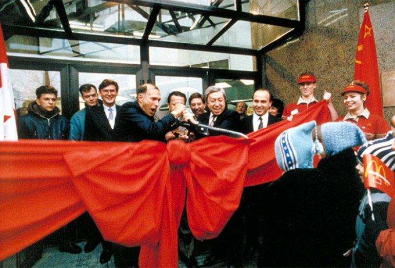 first mcdonald restaurant opens soviet union moscow russia 1900 5b963ef007ac4  700 - O primeiro McDonald's do Comunismo?