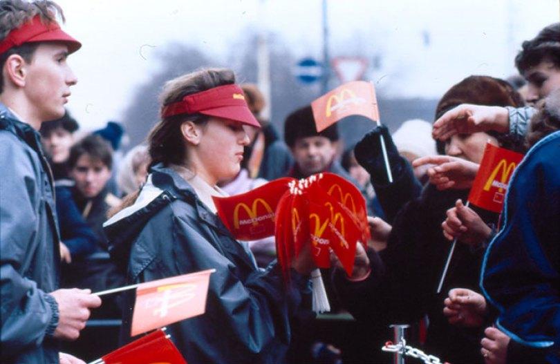 first mcdonald restaurant opens soviet union moscow russia 1900 5b963f5b2b749  700 - O primeiro McDonald's do Comunismo?