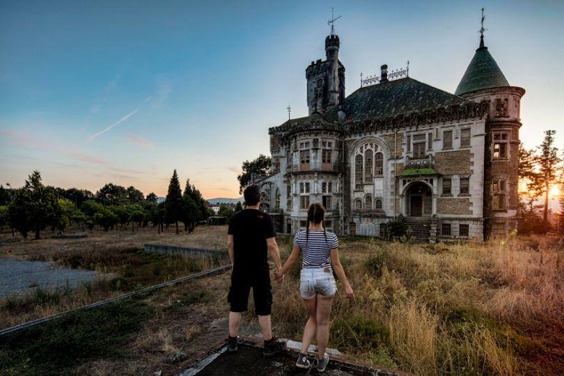 1N1A2805 HDR Edit Edit Edit 5bc8ab9892211  880 - Fotógrafo tirou fotos da namorada em locais abandonados da Europa