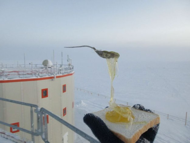 cooking-food-antarctica-cyprien-verseux10-5bbc51e746c60__700 Astrobiologist Tries Cooking In Antarctica At -94ºF (-70ºC), And The Result Will Crack You Up Design Random