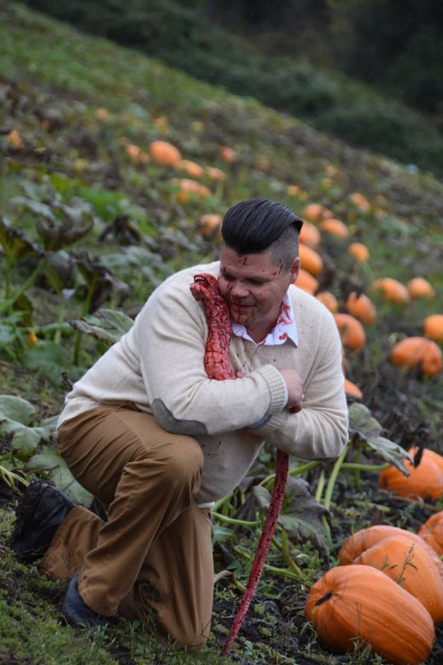 funny-maternity-photoshoot-alien-pumpkin-field-todd-cameron-li-carter-16-5bbdc4c325e52__700 This Is The Most Terrifying Maternity Photo Shoot We've Ever Seen (WARNING: Some Images Might Be Too Brutal) Design Photography Random