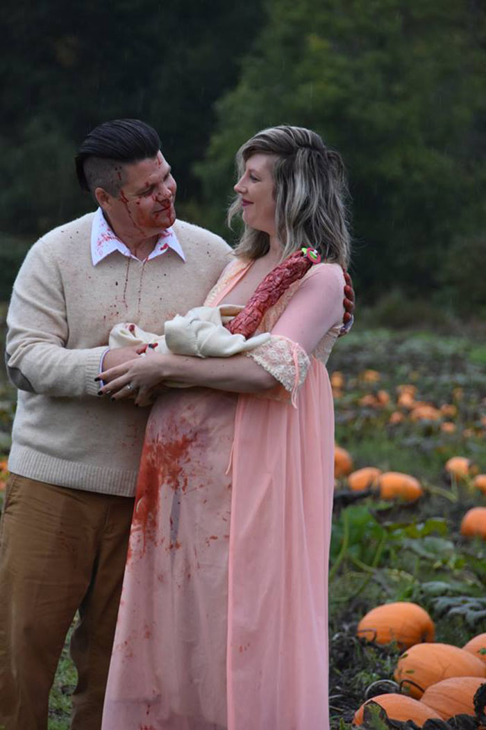 This Is The Most Terrifying Maternity Photo Shoot We've Ever Seen (WARNING: Some Images Might Be Too Brutal) funny maternity photoshoot alien pumpkin field todd cameron li carter 17 5bbdc4c50f8cf  700