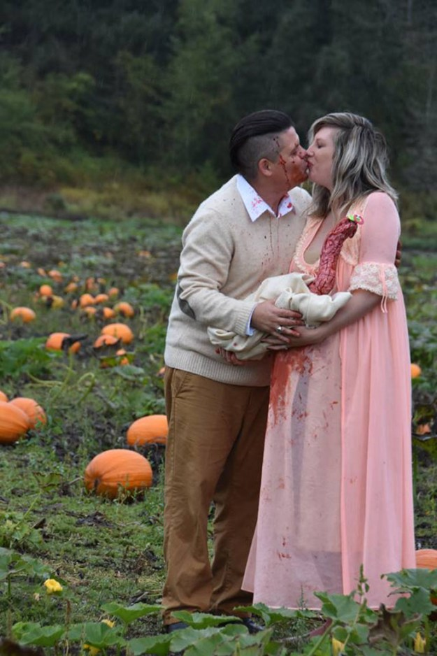 funny-maternity-photoshoot-alien-pumpkin-field-todd-cameron-li-carter-19-5bbdc4c9779db__700 This Is The Most Terrifying Maternity Photo Shoot We've Ever Seen (WARNING: Some Images Might Be Too Brutal) Design Photography Random