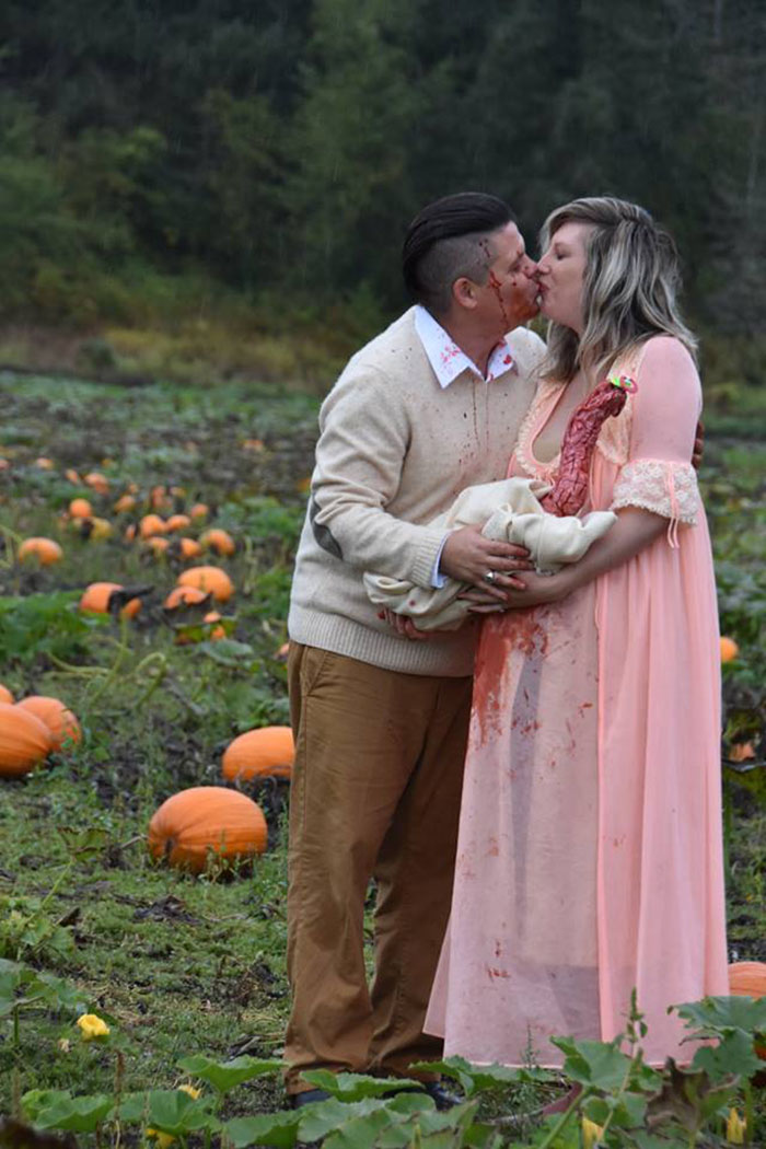This Is The Most Terrifying Maternity Photo Shoot We've Ever Seen (WARNING: Some Images Might Be Too Brutal) funny maternity photoshoot alien pumpkin field todd cameron li carter 19 5bbdc4c9779db  700
