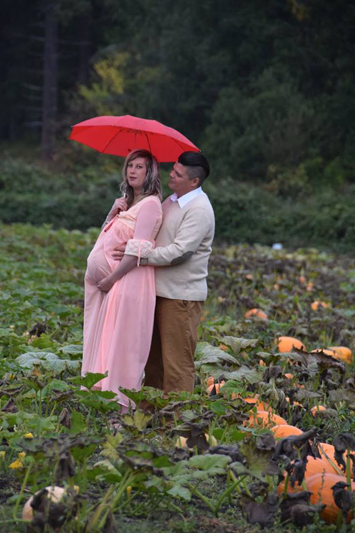 This Is The Most Terrifying Maternity Photo Shoot We've Ever Seen (WARNING: Some Images Might Be Too Brutal) funny maternity photoshoot alien pumpkin field todd cameron li carter 2 5bbdc4a83e3a0  700