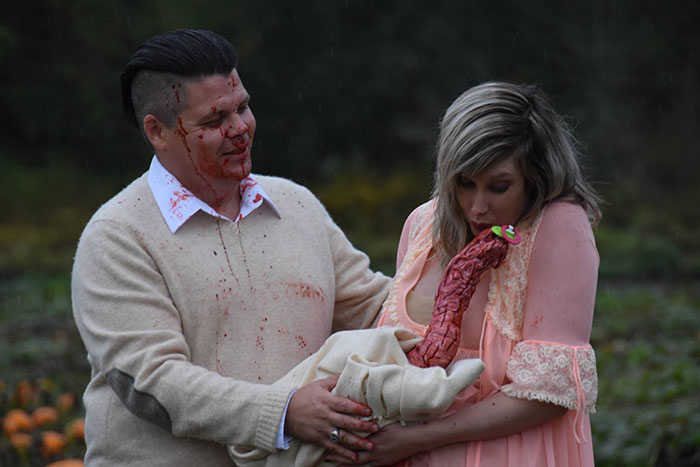This Is The Most Terrifying Maternity Photo Shoot We've Ever Seen (WARNING: Some Images Might Be Too Brutal) funny maternity photoshoot alien pumpkin field todd cameron li carter 20 5bbdc4cb96897  700