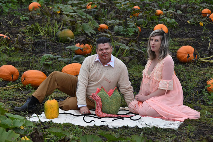 This Is The Most Terrifying Maternity Photo Shoot We've Ever Seen (WARNING: Some Images Might Be Too Brutal) funny maternity photoshoot alien pumpkin field todd cameron li carter 22 5bbdc4cfb8693  700
