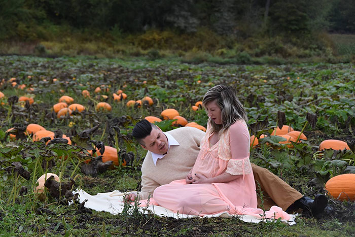 This Is The Most Terrifying Maternity Photo Shoot We've Ever Seen (WARNING: Some Images Might Be Too Brutal) funny maternity photoshoot alien pumpkin field todd cameron li carter 6 5bbdc4b0173b4  700
