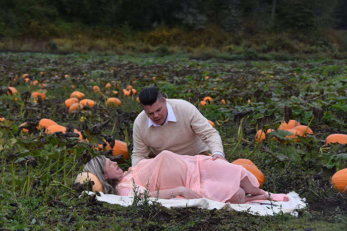 This Is The Most Terrifying Maternity Photo Shoot We've Ever Seen (WARNING: Some Images Might Be Too Brutal) funny maternity photoshoot alien pumpkin field todd cameron li carter 8 5bbdc4b411d61  700