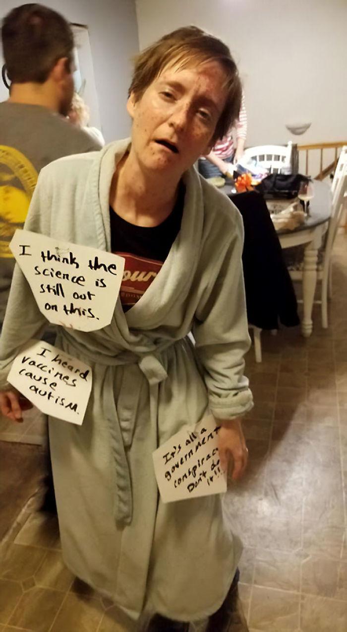 disfrazado de antivax de la fiesta de Halloween. Fue un acierto