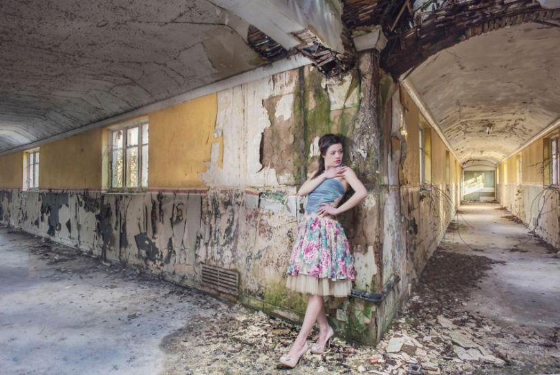 jade Finished Edit 5bc8abd573380  880 - Fotógrafo tirou fotos da namorada em locais abandonados da Europa