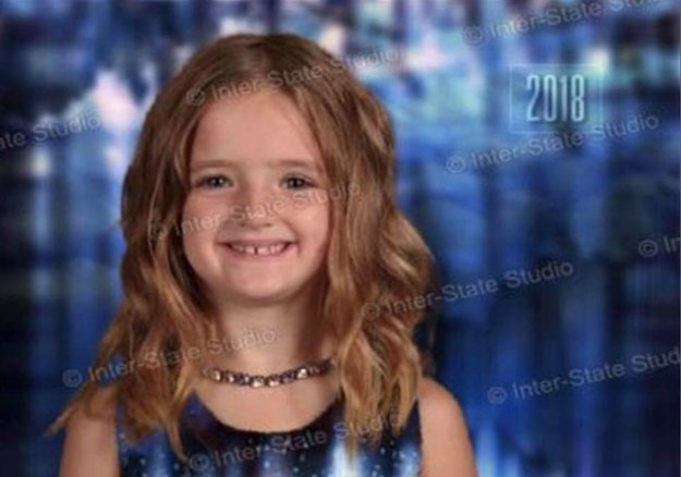 school-picture-day-green-dress-fail-laura-pyle-5-5bbc91425236e__700 Girl Dresses Up In Green For School Picture Day And The Results Make Mom Laugh Hysterically Design Random