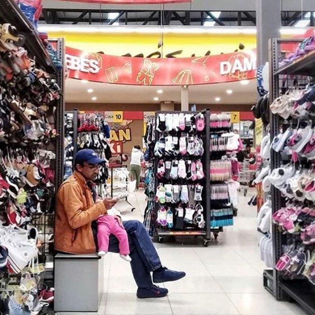 funny-miserable-men-shopping-photos-190-5bff9d6e26de7__700 86 Funny Photos Of Men Shopping With Their Ladies Design Random