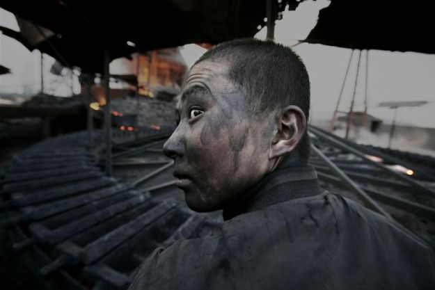 guang_lu13-5c04dc5d74c09__700 Award-Winning Photojournalist Disappears In China, And Here Are 23 Of His Pics China Don't Want You To See Design Photography Random