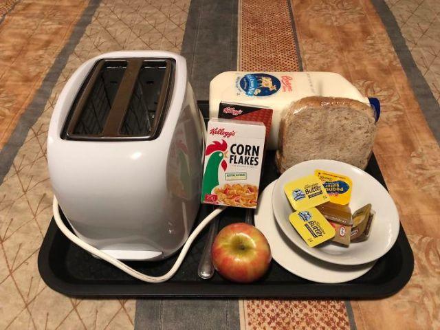El desayuno por 15$   y llega con tostadora y dos litros de leche