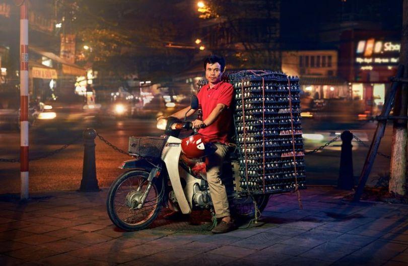 W6 5cd838f97b8c2  880 - Os motoqueiros-camelô de Hanoi
