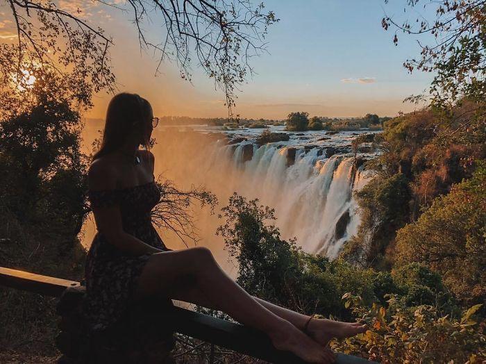 Bl6LoybAkdJ png  700 - Menina de 21 anos torna-se a pessoa mais jovem a visitar todos os países