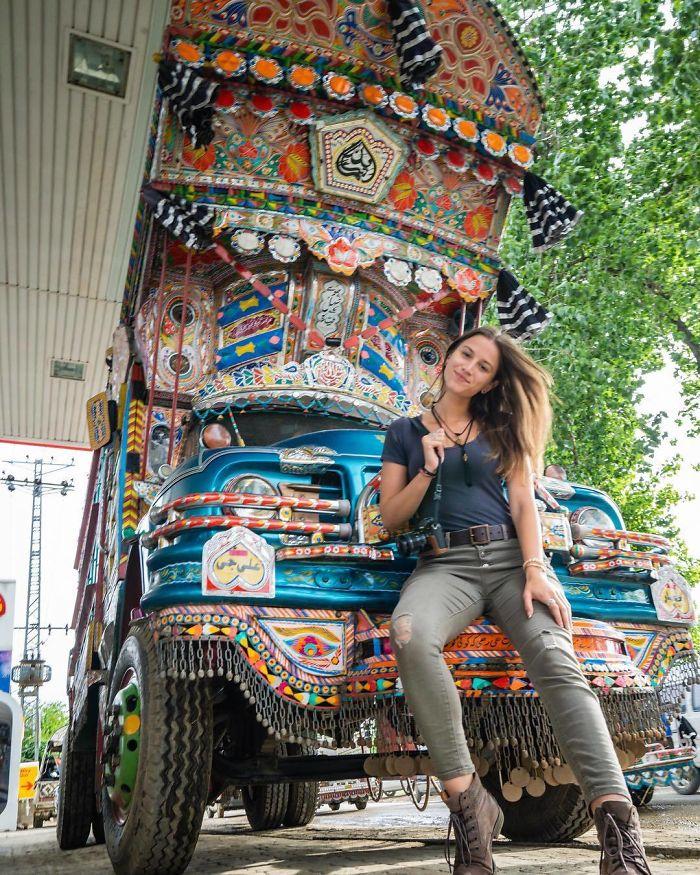 BwygI dgNzz png  700 - Menina de 21 anos torna-se a pessoa mais jovem a visitar todos os países
