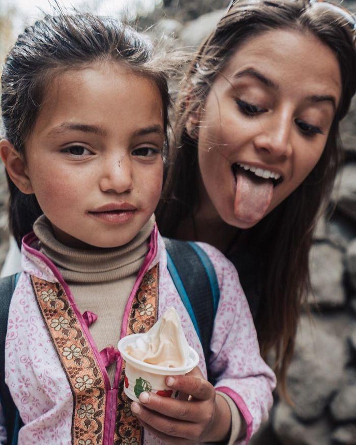 BxNZe5NgrbR png  700 - Menina de 21 anos torna-se a pessoa mais jovem a visitar todos os países