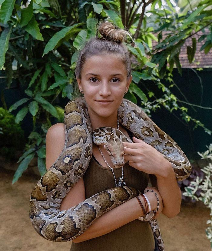 BxwIFUIAFsB 1 png  700 - Menina de 21 anos torna-se a pessoa mais jovem a visitar todos os países