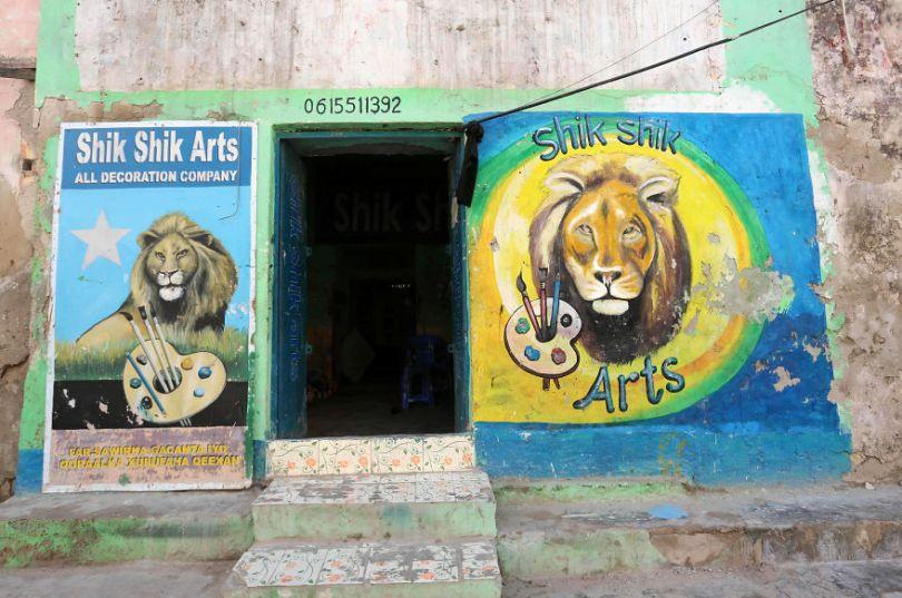 somalia hand painted storefronts 12 5cf4d6bbed93c  880 - Você Sabia? Vitrines na Somália tem que ter desenhos