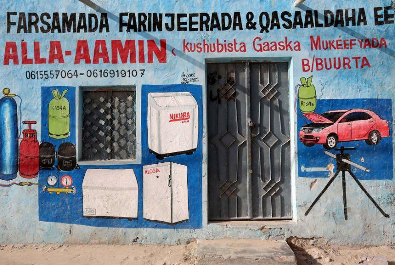 somalia hand painted storefronts 6 5cf4d7259c19c  880 - Você Sabia? Vitrines na Somália tem que ter desenhos