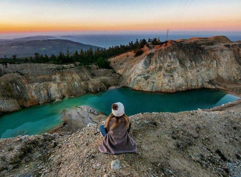 BRojALKgOPY png  700 - Instagramers confundem lixo tôxico por lindo lago azul