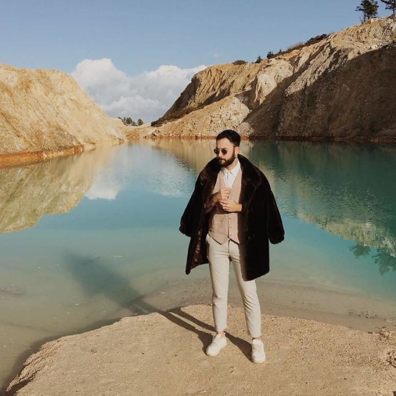 Bcx5czkh6FP png  700 - Instagramers confundem lixo tôxico por lindo lago azul