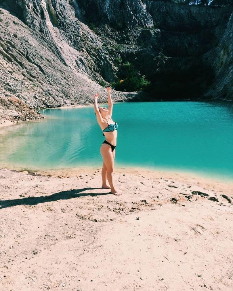 Bx9z8MxI7ht png  700 - Instagramers confundem lixo tôxico por lindo lago azul
