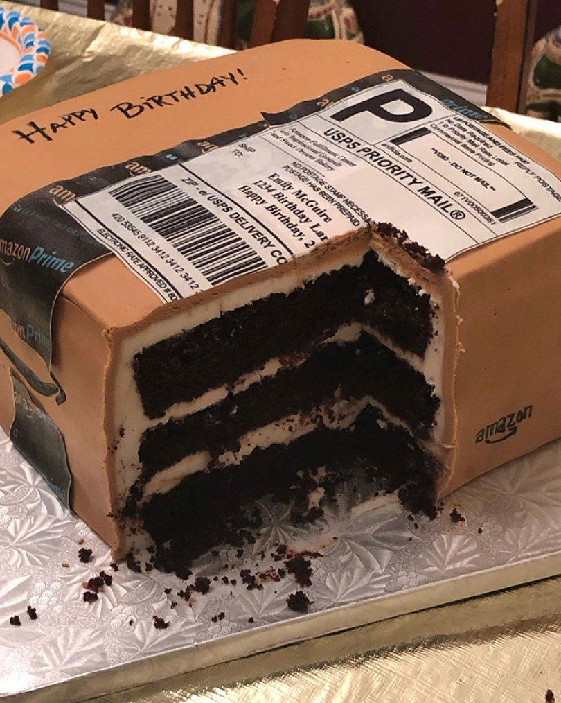 amazon package birthday cake emily mcguire 2 5d3ea462d71bf  700 - Esposa recebe presente inacreditável do marido pela Amazon