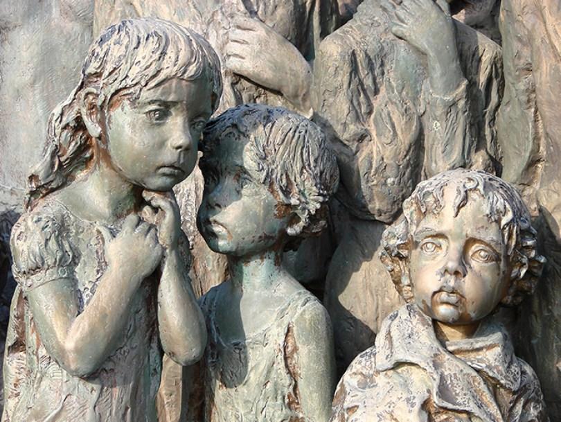 sculptures children of lidice czechoslovakia czech republic 5 5d2d8c106fe80  700 - Escultura de cortar o coração retrata 82 crianças que foram entregues aos nazistas