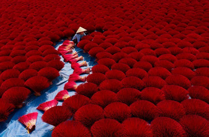 Incense work by ptkhanhhvnh Vietnam Khanh PhanAGORA images 5d6fc65446347  880 - As imagens mais inacreditavelmente incríveis de 2019