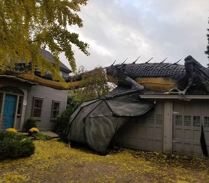 This Full-Sized Dragon Decoration Someone Put On Their House For Halloween