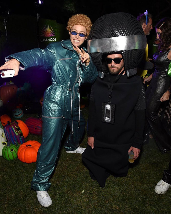 Jessica Biel As Justin Timberlake And Justin Timberlake As Microphone