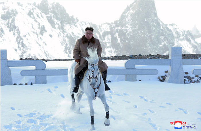 kim jong un 43 - Kim Jon-un e Vladmir Putin andaram juntos a cavalo?