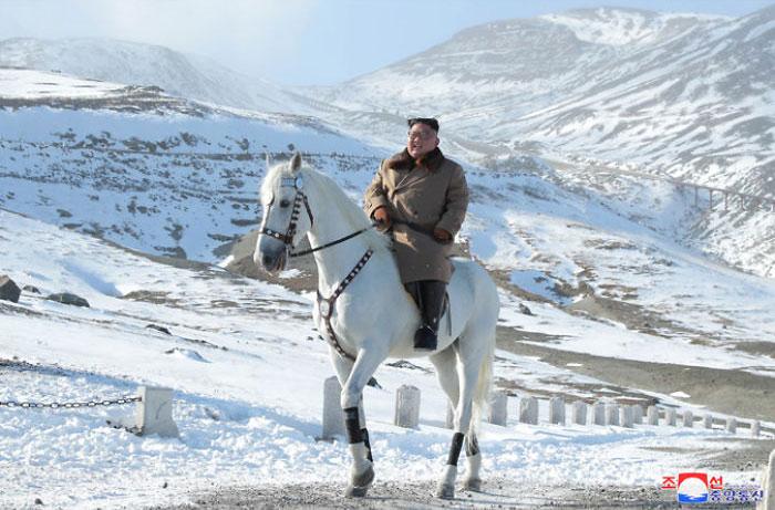 kim jong un 44 - Kim Jon-un e Vladmir Putin andaram juntos a cavalo?
