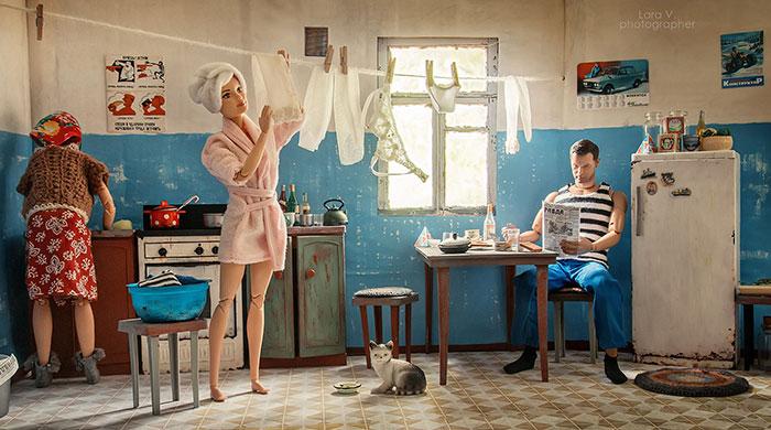 slav barbie ken lara vychuzhanina 5 5de90dd03190c  700 - Fotógrafo capturou como seria se Barbie e Ken vivessem na Rússia Soviética